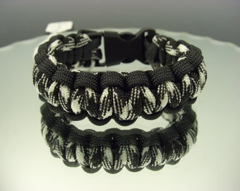 Para-cord bracelet : black and black-n-white