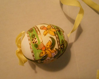 Hand painted egg from Austria floral design for Spring crafting
