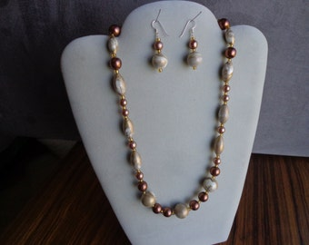 Bead necklace & earring set.