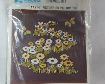 vintage Crewel Kit, Leewards 1976, Windsong Pattern Daisies in field, Green Fabric