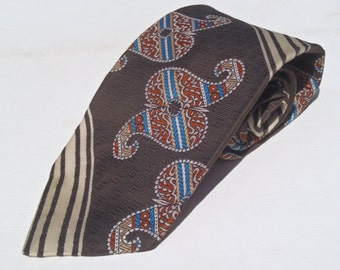 Vintage 1970s Wide Brown Nylon Tie with Blue and Red Paisley by Beau Brummell