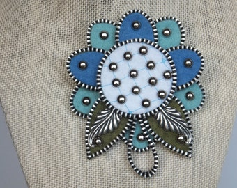 Flower Zipper Brooch in Blues and White, Coat Brooch, Jacket Brooch, Dress Corsage, Flower hat Pin