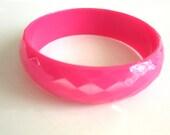 Hot Pink Plastic Bangle Diamond Faceted MOD Retro