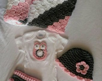 Free shipping baby girl onesie gift set owl baby shower gift set with hat, Diaper cover, Owl Onesie, Afgan Blanket