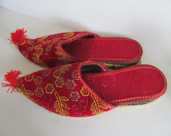 Japanese Red Slippers Asian Slippers Pointed Toe Shoes