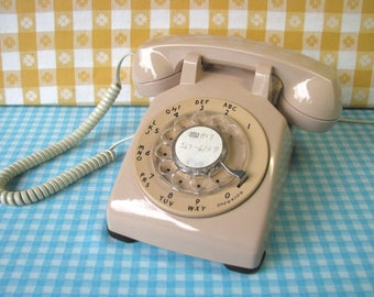 Mid Century Rotary Dial Phone - Blush Pink - ATT Bell System Western Electric- 500 Model - Works Well - Vintage 1960's