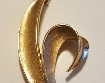 Beautiful Gold Tone Trifari Brooch