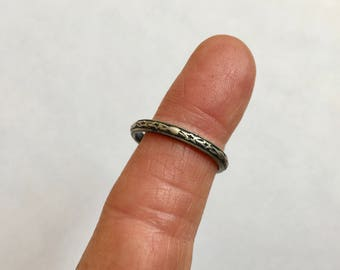 vintage sterling patterned band, stars and hearts, size 8