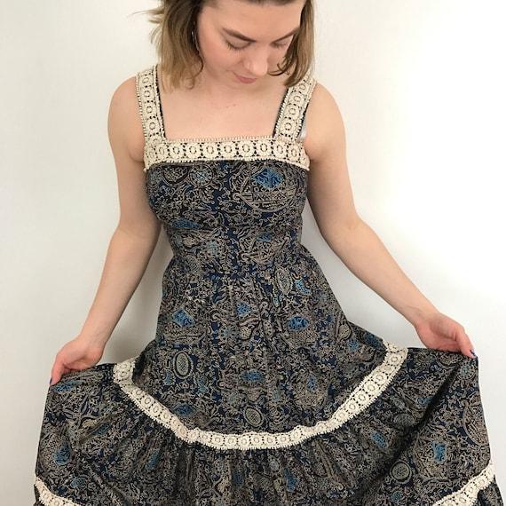 Vintage maxi dress cotton batik style long sundress boho festival crochet trim full flared skirt UK 6 8 petite blue folk peasant summer