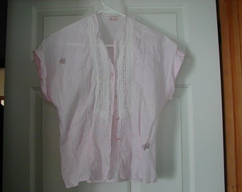 Very cute pink blouse from the 1940's label PAM creations size 34.