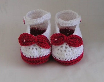 Baby shoes Ballerinas with bow crochet pattern