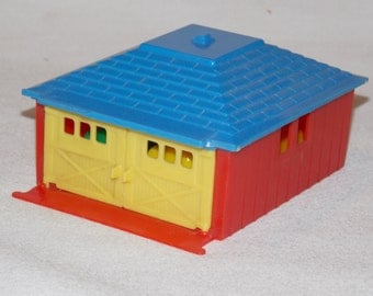 Excellent 1950's Renwal Plastic Garage and Cars