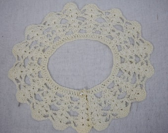 Vintage white crochet removable collar with button closure