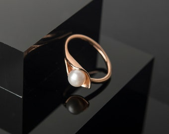 Gold Calla Lily Pearl Ring