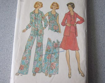 1974 SIMPLICITY Sewing Pattern for Misses Blouse, Top, Skirt, and Wide-Leg Pants, Size 16, Bust 38
