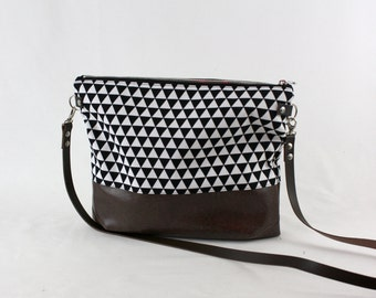 Triangle Crossdiv bag with leather handles