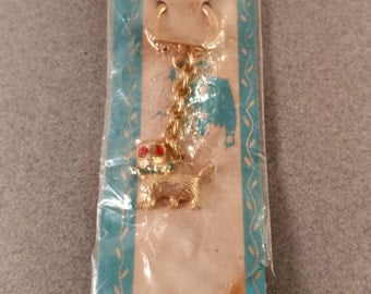 Vintage, Mid Century Novelty Kitty Cat Key Chain. Gold Tone with Red Rhinestone Jewel Eyes. Made in Hong Kong. In Original Package. NOS.