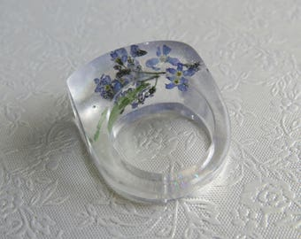 Pressed flower resin ring. Forget me not flowers and micro glitter. Approximately UK N 1/2 US 6 3/4