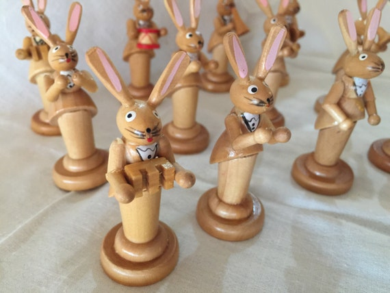 Vintage Erzgebirge Wooden Rabbit Band Instraments Figurines - Germany (12)