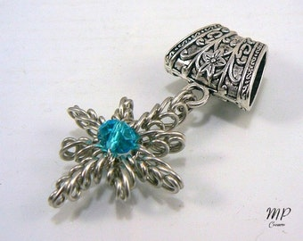 Bijou d'écharpe ou de foulard, bélière argentée wire wrapping avec cristal de Swarovski