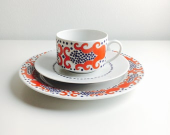 """Arabia Finland fine  porcelain coffee cup, saucer and dessert plate named """"ESMERALDA """" Richard Lindh, 1960s - Made in Finland"""