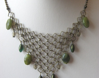 Vintage delicate bib choker/necklace, fine goldtone links with green stones