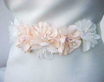 Ivory Pale Blush Pink Flower Bridal Sash, Wedding Sash, Floral Sash, Ivory blush Bridal Sash, Wedding Dress Sash, Ivory chiffon flower sash