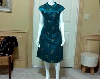 Corto de seda Cheongsam vestido, impresionante turquesa brocado bordado Cheongsam estilo cóctel, Asia cuello vestido de traje S