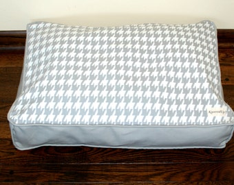 Small Houndstooth Dog Bed