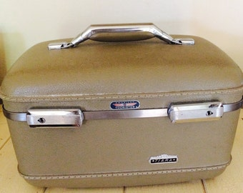 American Tourister Tiara Train Case/ Make-up/Vanity Overnight Cosmetic Case