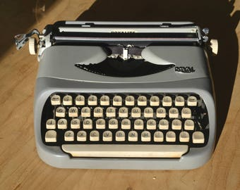 Working Typewriter - Royal Royalite - Fully serviced - Working Perfectly