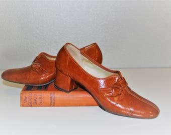 Vintage 1960's  VITALITY Shoes *Pumpkin Patent Leather Pumps *Classy Knotted Split Toe Dress Shoe *Copper Brown Leather Heels -Women's 6 1/2