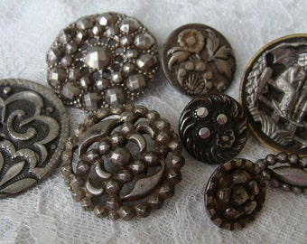 Lot - Antique buttons - Perfect for jewelry / Altered art projects -- variety