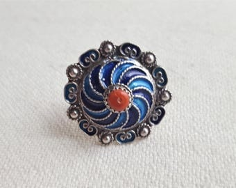 silver kabyl ring with enamel and mediteranean corals