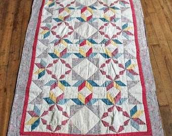 Vintage French handmade quilt small blanket / hand made baby quilt 1980's