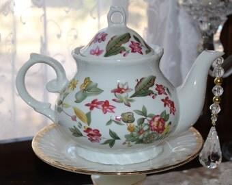 Garden/Floral Teapot Standing Centerpiece, Vase, Bridal/Baby Shower, Wonderland Mad Hatter Tea Party Decoration