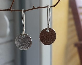 Small silver disc earrings, Small Hammered Sterling Silver Disc Earrings, Simple Silver Earrings, everyday dangle Earrings, hammered earring