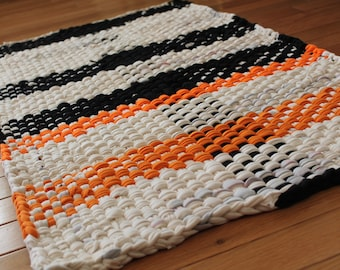 Potholder Style RAG RUG, Black & White Hand Woven Rag Rug, Plaid Throw Rug, Kitchen Rag Rug, Bath Mat, Door Mat, Washable Dog Bed, RV RagRug
