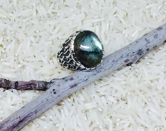 Labradorite ring set in sterling silvet (92.5). Size -7. Natural authentic stone.