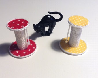 Miniature scratch post for cat/miniature pet accessories/dollhouse accessories/dollhouse pet/dollhouse cat/miniature accessories
