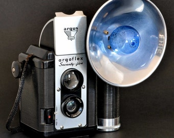 Argus Argoflex Seventy-five Camera w 75mm Lens & Flash NiCE !