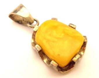 Amber Baltic Pendant Genuine Natural Vintage 10.00 Gr Egg Yolk Excellent Color