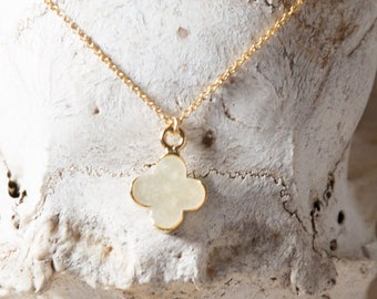Clover Shell Necklace/Clover Necklace/Mother of pearl clover Necklace/Shell Necklace/Paua Shell Clover Necklace