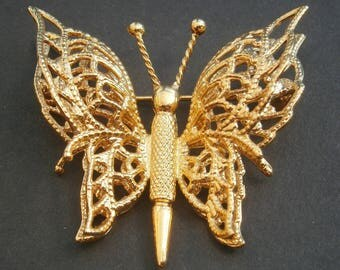 D95) A lovely vintage gold tone marked Monet filigree butterfly brooch