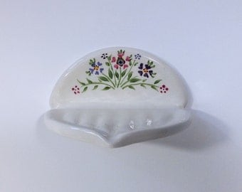 White ceramic wall soap dish, Soap holder, wall mounted soap dish Soap tray Bathroom decor, Retro vintage style Handmade Pink violet flowers