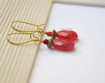 Preciuos medium earrings with pink drop of agate