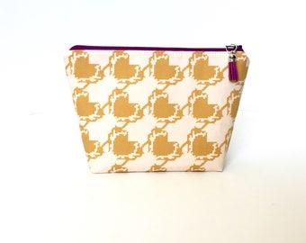 Heart makeup bag/ makeup storage / notions pouch / travel bag