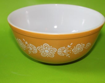 Vintage Pyrex Butterfly Gold 2 1/2 Quart Glass Mixing Bowl