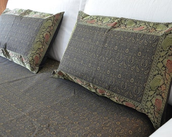 Diu, brocaded bed linen and two cushion cover