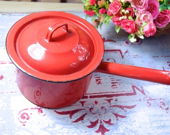 Vintage red enamel pot / Old red enamel saucepan / red enamel pot saucepan / enamel saucepan with handle and lid / red enamel kitchenalia